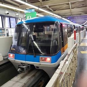 鉄道用防犯カメラ内蔵直管型LED照明が採用されている東京モノレール様の車両