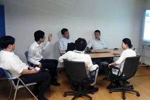 営業スタッフミーティングの様子